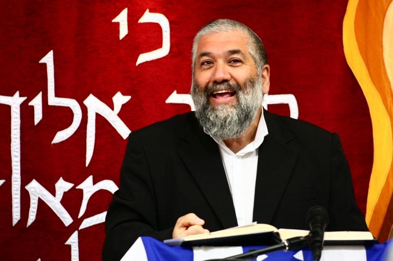 הרב יעקב חביב בדרשה בבית המדרש, צילום להב אררט