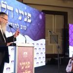 הרב אורי כהן בערב לציון חצי מליון כרכים של פניני הלכה. צילום - ישראל ברדוגו