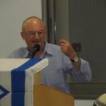 חבר הכנסת אריה אלדד מברך את הישיבה